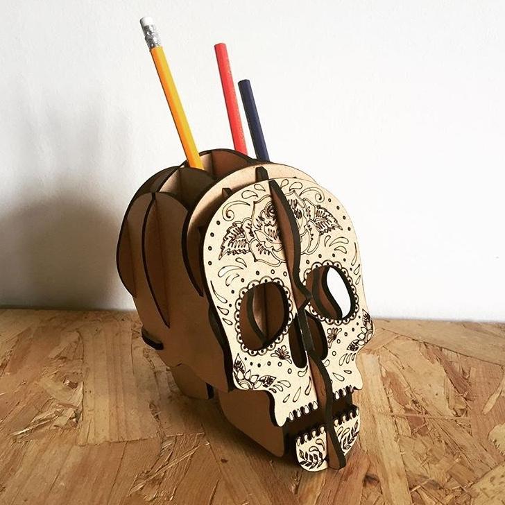 Zásobník na tužky – lebka