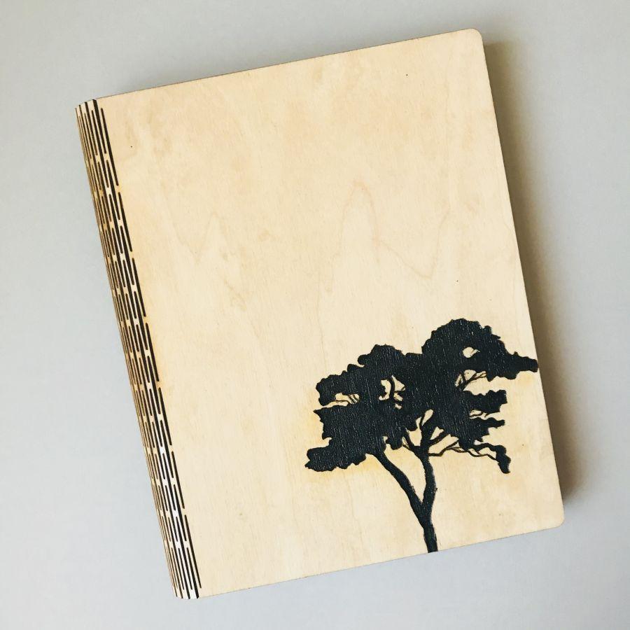 Dřevěný zápisník – Karis A5 – Strom