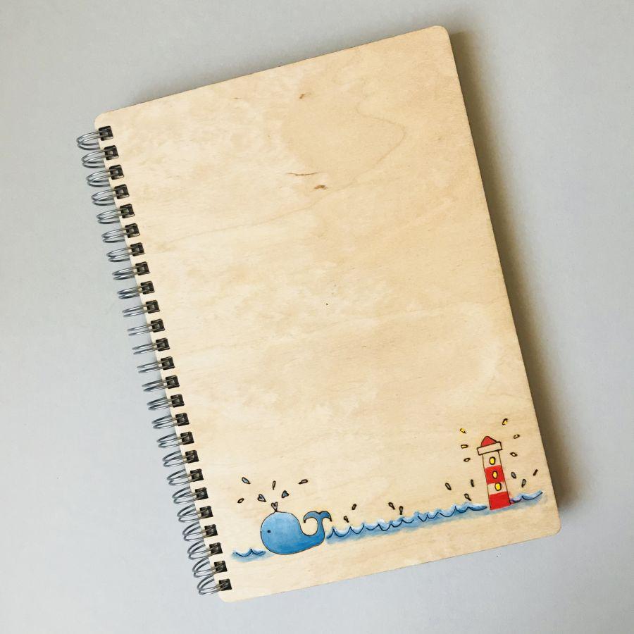 Dřevěný zápisník A5 – Velryba